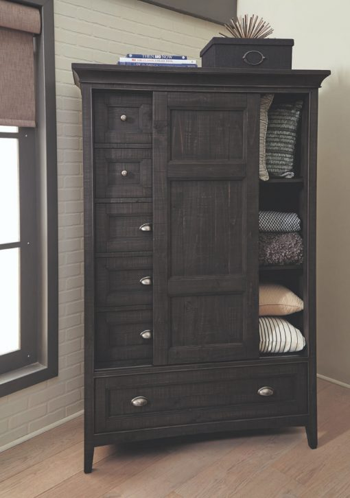 Nicolas sliding door chest room